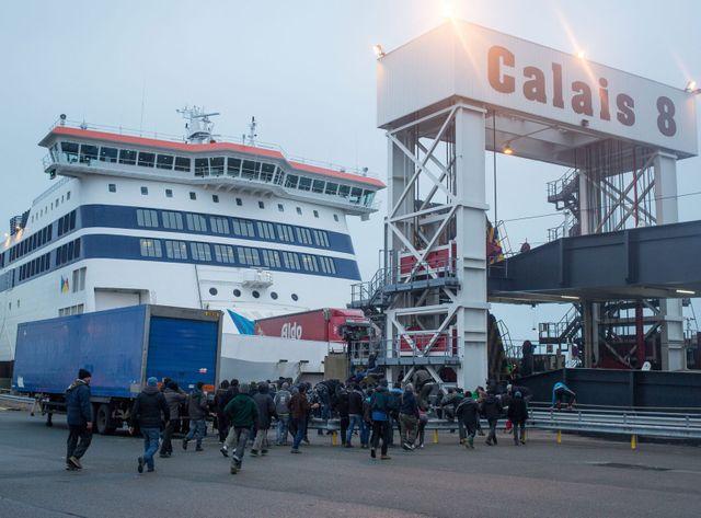 Des migrants ont franchi l'enceinte du port de Calais