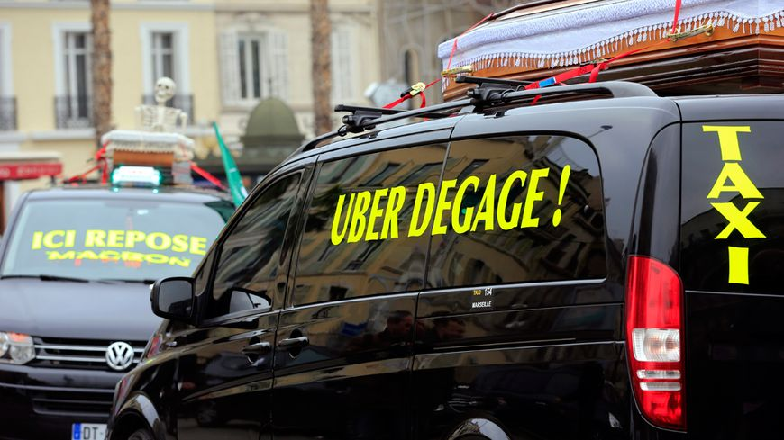 Blocage des taxis place Castellane à Marseille