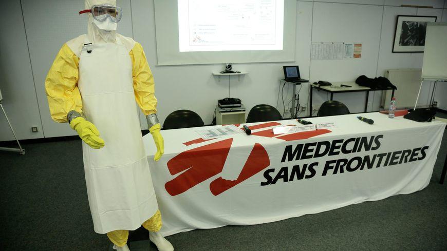Combinaison sanitaire que portent les travailleurs de MSF (illustration)
