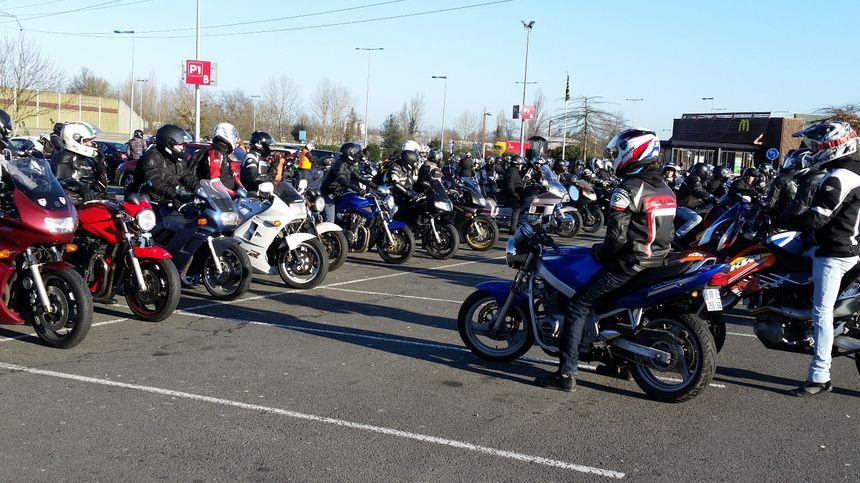 Avant le départ de la manifestation  - Radio France
