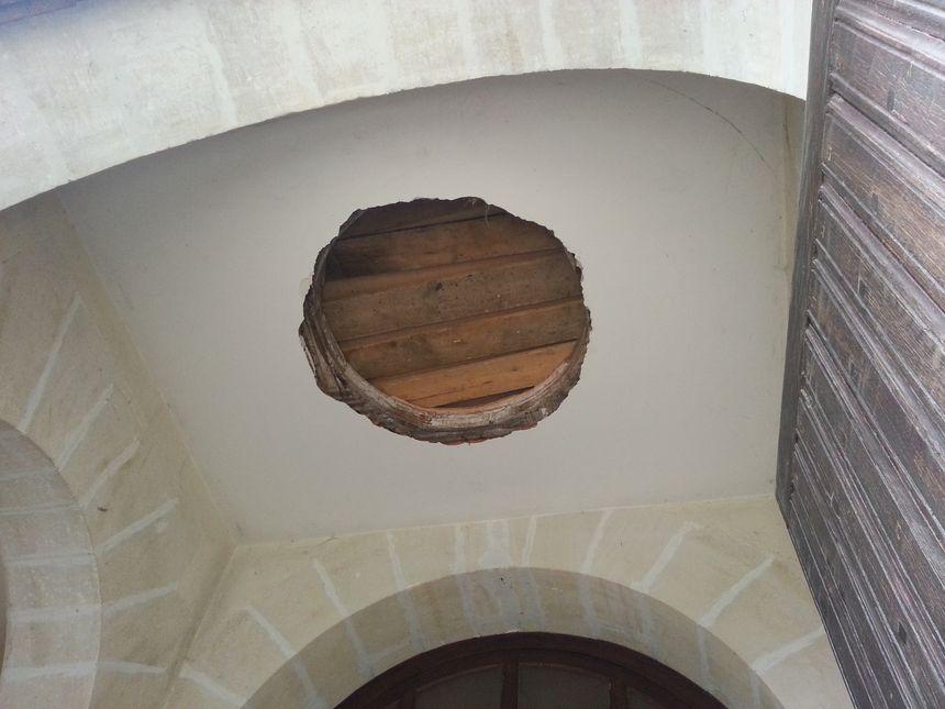 le trou dans le clocher - Aucun(e)