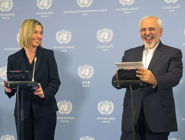 Le ministre des affaires étrangères iranien, Javad Zarif aux côtés de la reprsentante de l'UE