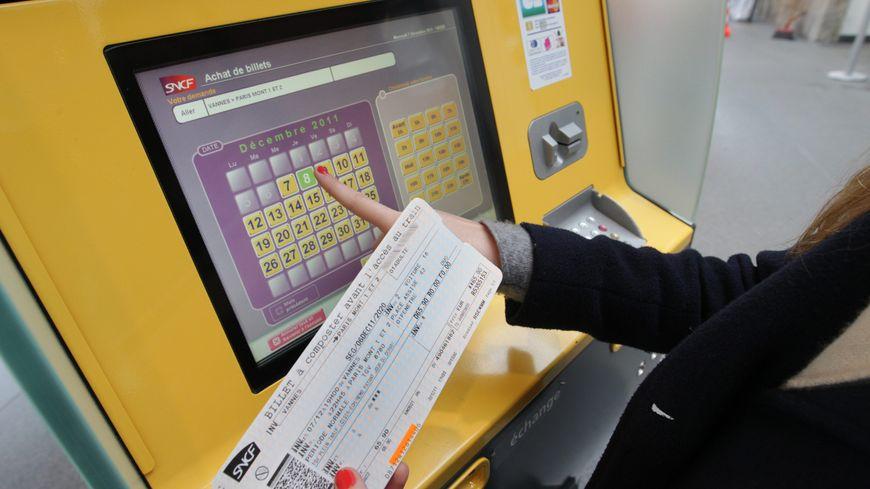 Un distributeur automatique de billets SNCF
