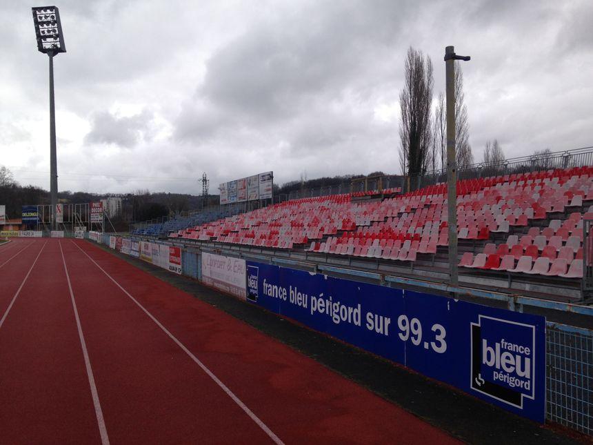 Les panneaux publicitaires seront enlevés au profit de ceux de la FFF - Radio France