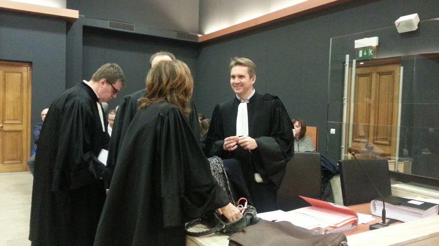 Les avocats avant le début de l'audience
