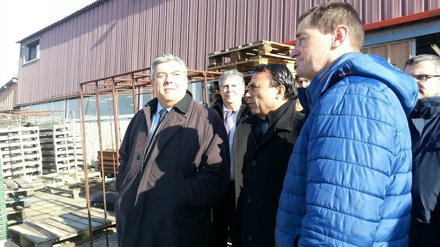 Le préfet Pierre Dartout en visite sur le port ostréicole de Gujan-Mestras