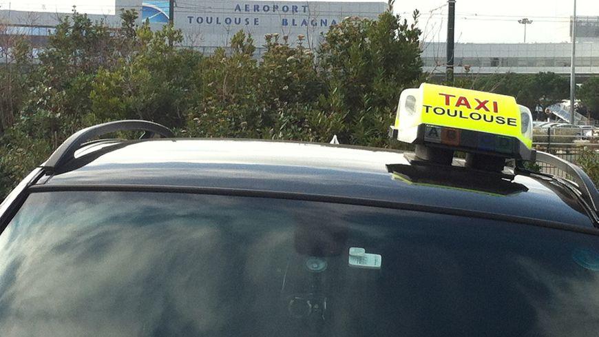 L'aéroport de Toulouse Blagnac paralysé par les taxis