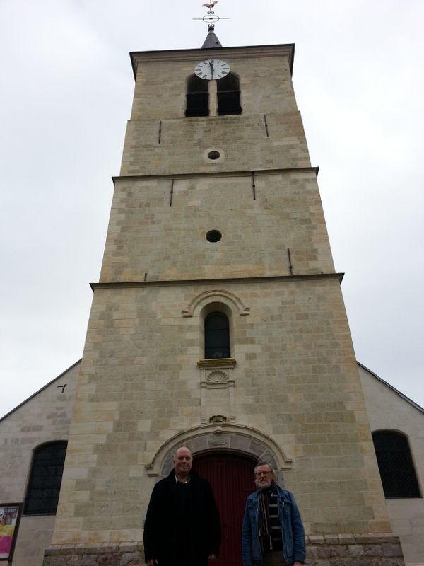 Le maire et le président de l'association devant l'église rénovée - Aucun(e)