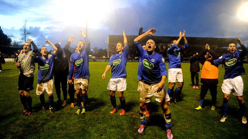 Les Thoniers après la victoire contre la T.A. Rennes