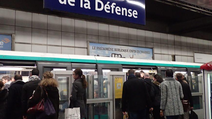 La station de métro La Défense - Illustration