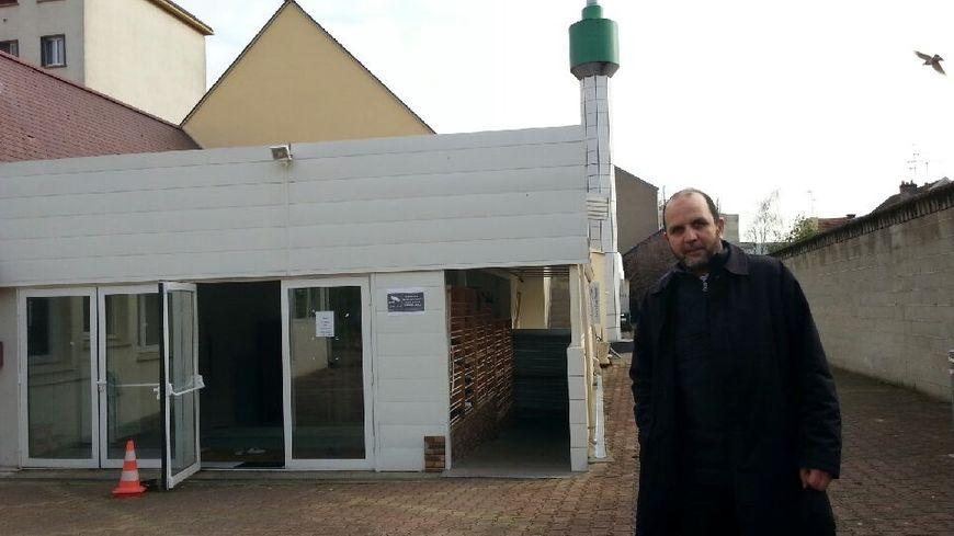 Omar un fidèle prêt à faire visiter la mosquée toute l'année
