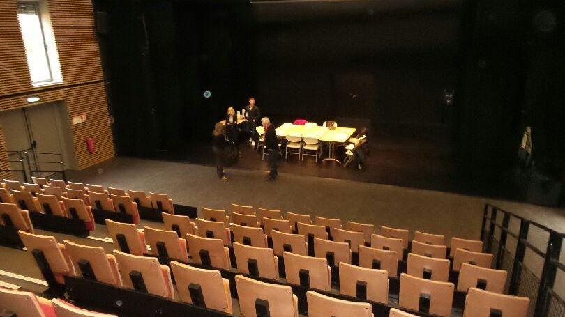La salle de 700m² compte 160 sièges
