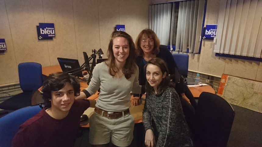 Lucas, Caroline Blanpied et Véronique Saviuc au micro de Mélanie Masson - Radio France