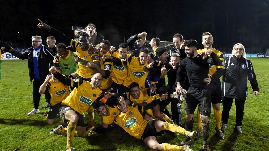 La joie des joueurs de Sarre-Union après leur victoire en 32e de Coupe de France