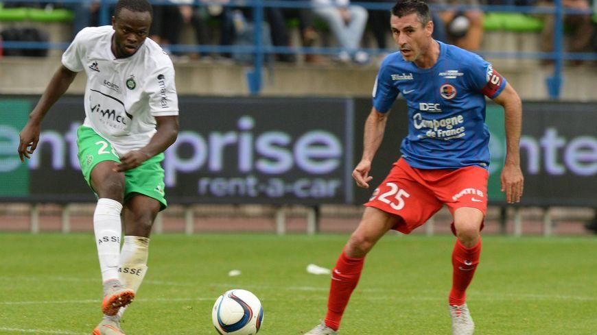 Ismaël Diomandé, ici face à Julien Féret, va porter le maillot de Caen