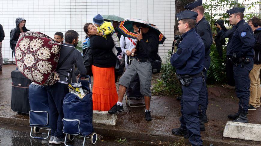 """Evacuation du camp de roms """"Le Samaritain"""" à la Courneuve, 27 août 2015"""