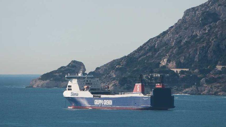 Le Stena Carrier bloqué au large de Marseille - Maxppp