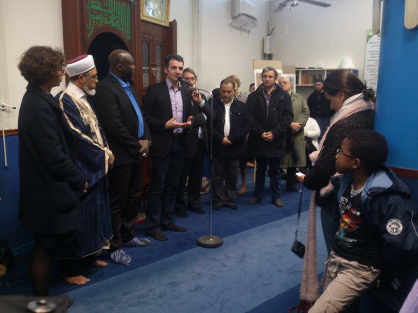 Des officiels et des citoyens autour des institutions musulmanes grenobloises - Radio France