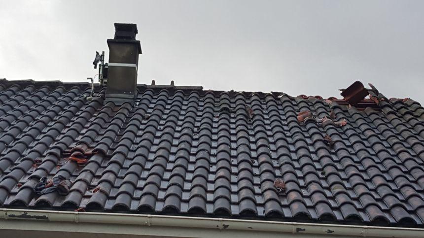 Les toitures des maisons sont endommagées - Aucun(e)