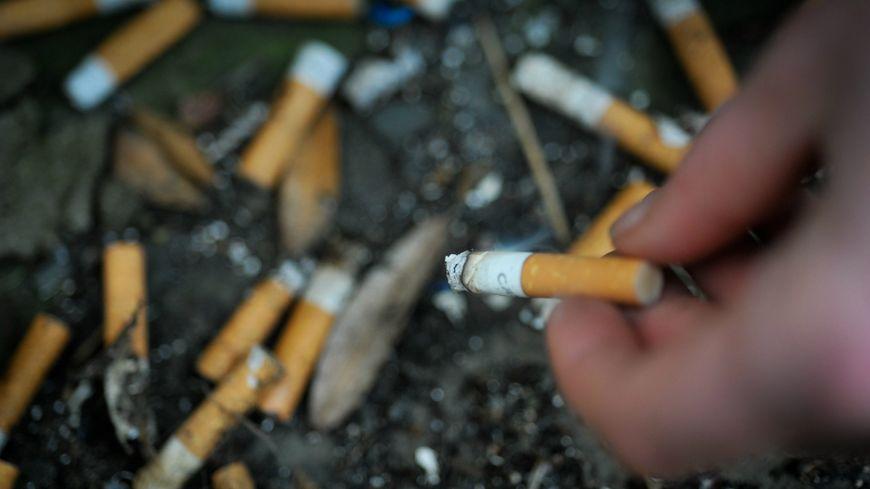 Les adolescents sont toujours séduits par le tabac