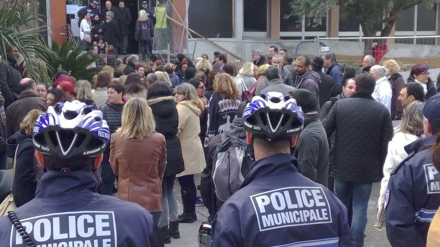 Les employés municipaux en soutien à leur maire