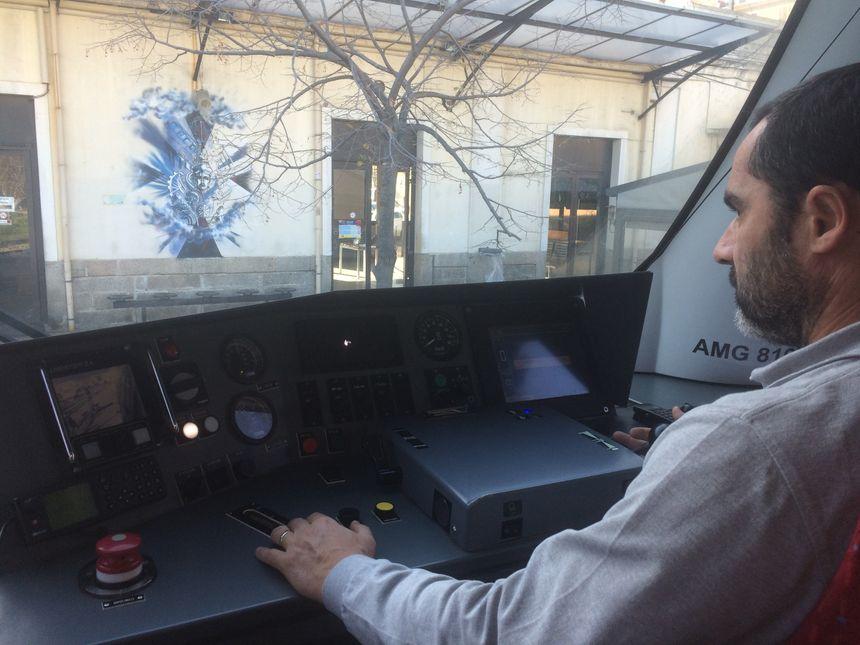 Claude Puggioni, agent de conduite aux commandes d'un AMG 800 - Radio France
