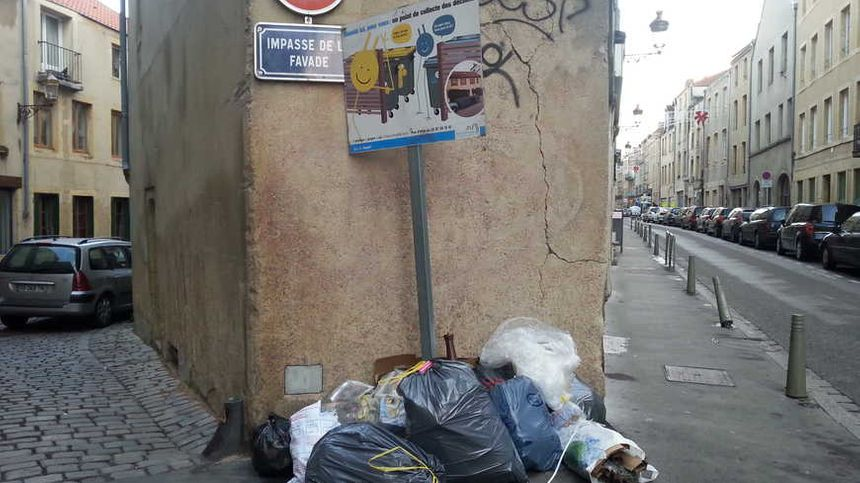 Bientôt la fin des sacs poubelles sur les trottoirs de Metz ? - Radio France