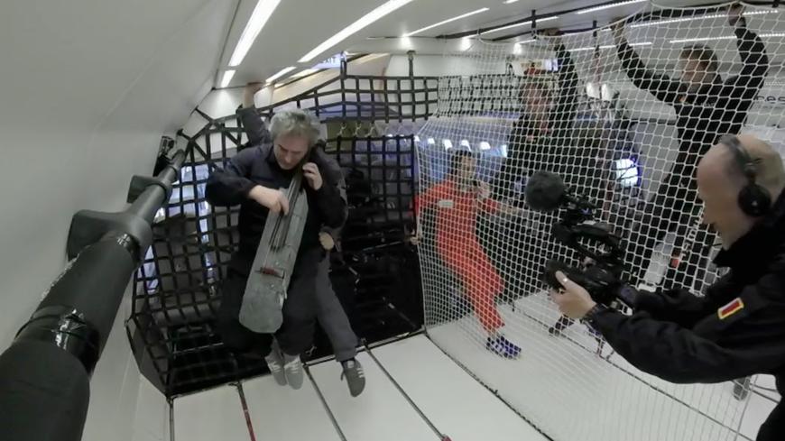 Le violoncelliste Didier Petit et son cosmocelle