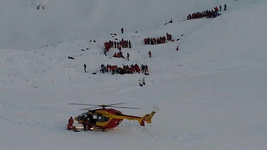 Les secouristes sur place sur les lieux de l'avalanche