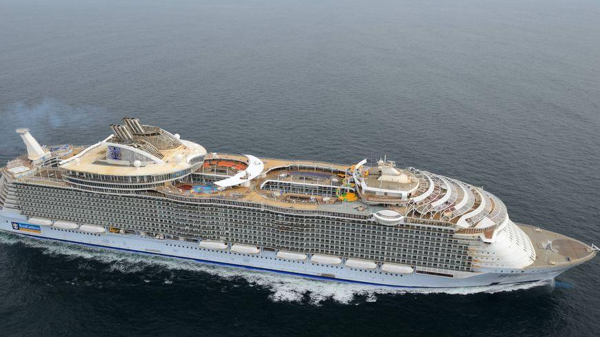 Saint nazaire retour au port pour le plus grand paquebot du monde - Les plus grand port du monde ...