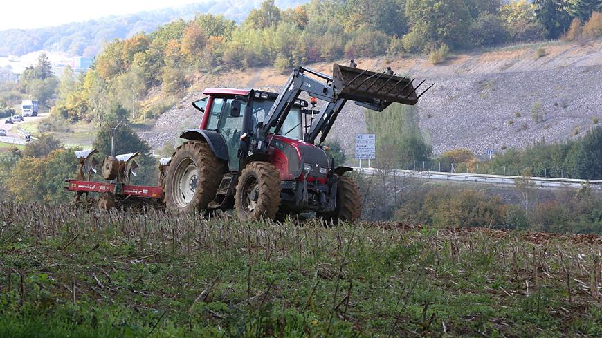 un agriculteur meurt dans un accident de tracteur corb re. Black Bedroom Furniture Sets. Home Design Ideas