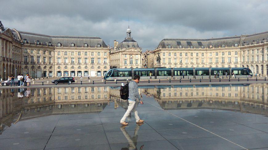 L 39 incroyable succ s du miroir d 39 eau bordeaux for Miroir d eau bordeaux
