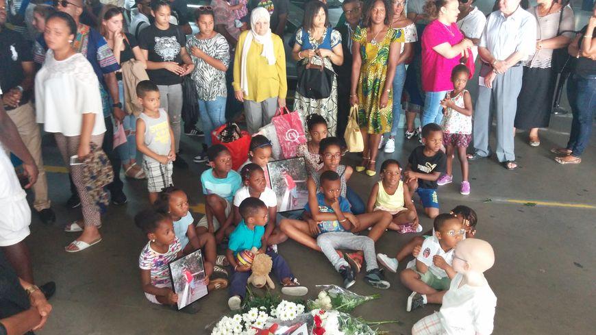 Des dizaines de proches se sont réunis sur les lieux du drame