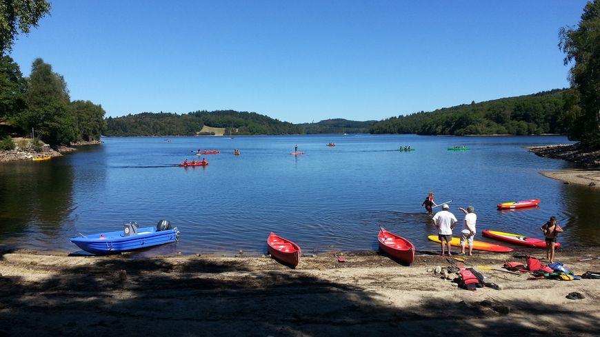 Le canoë et le paddle ont connu un franc succès auprès des enfants au Lac de Vassivière