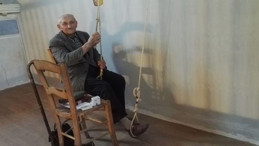 Julien Audouy, 83 ans, sonneur dans l'église de Préserville, à côté de Toulouse.