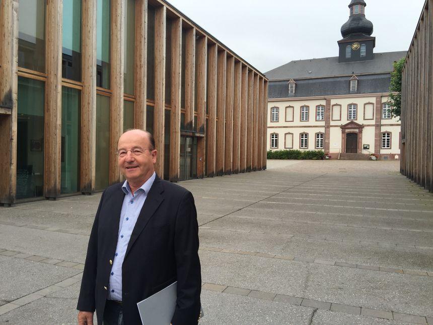 Patrick Denni, devant la médiathèque de Brumath - Radio France