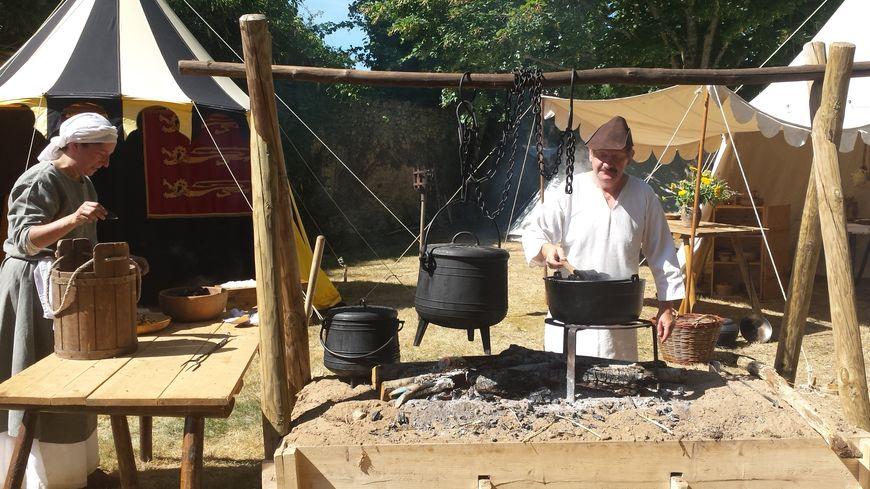 La cuisine comme à l'époque du Moyen Age à Parcé sur Sarthe pour les médiévales
