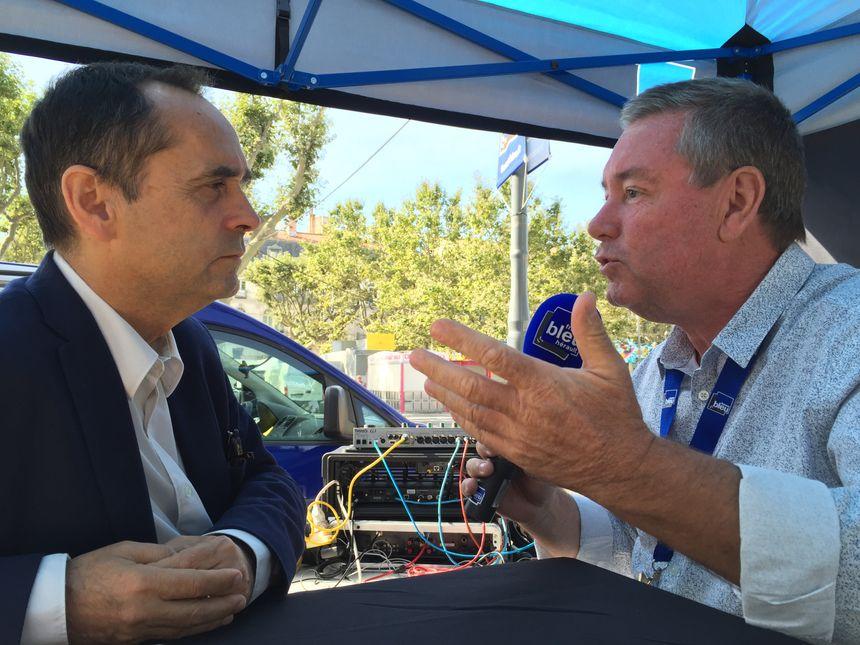 Le maire de Béziers, Robert Ménard au micro de Philippe Montay - Radio France