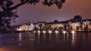 Le Louvre, la nuit