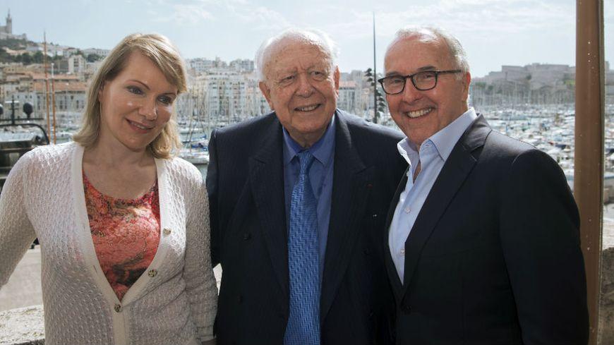 Margarita Louis-Dreyfus, Jean-Claude Gaudin et Frank McCourt sur le Vieux-Port de Marseille