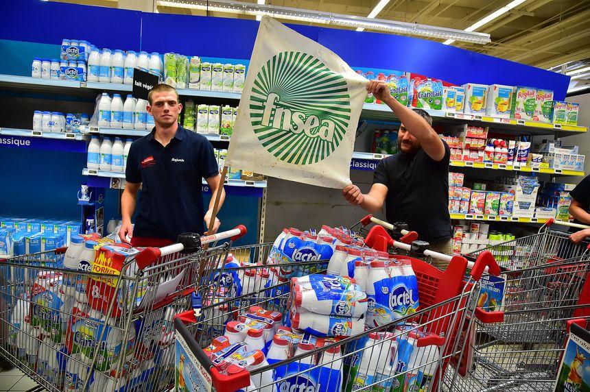 action des producteurs de lait dans un magasin - Maxppp