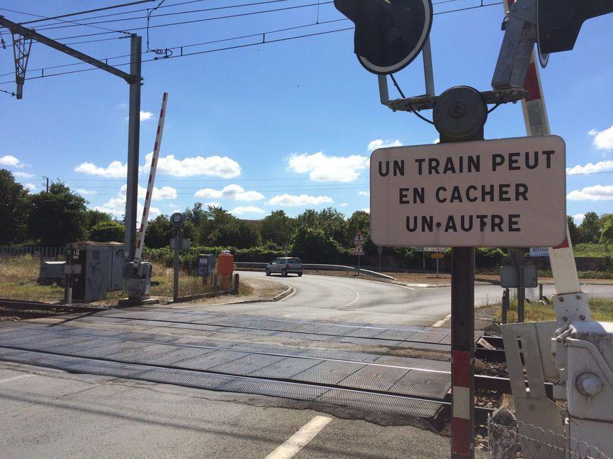 Le passage à niveau à St-Macaire, en Sud-Gironde - Radio France
