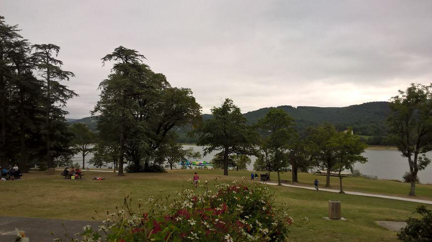 Le lac de St Ferréol est un lac de barrage artificiel classé au Patrimoine Mondial de l'Unesco depuis 20 ans.