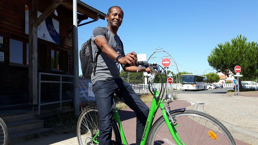 Un vélo en location pour 1 euro  à la descente du train au Teich