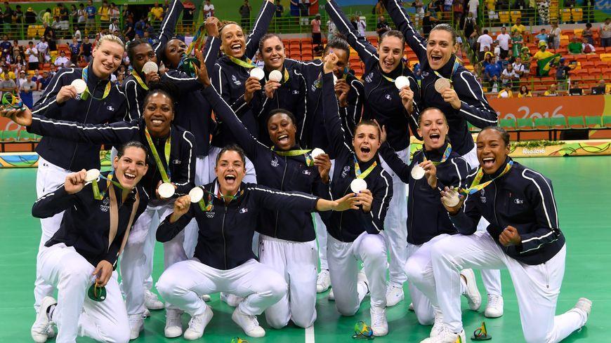 Les 15 médaillées d'argent de l'équipe de France à Rio... Blandine Dancette est restée dans les tribunes.
