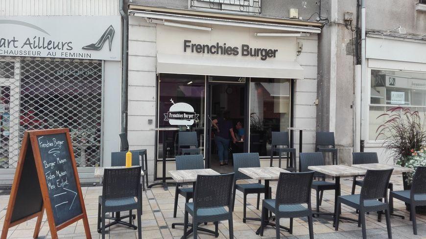 Les gérants du Frenchies Burger de La Flèche auraient pu éplucher... une grenade, qui se trouvait dans leur filet de pommes de terre