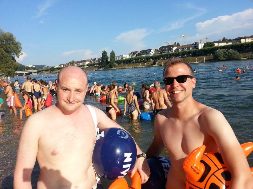 Laurent et Herwig deux bâlois à la baignade sur le Rhin  - Radio France