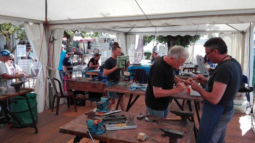 L'atelier de la confrérie du couteau de Thiers.