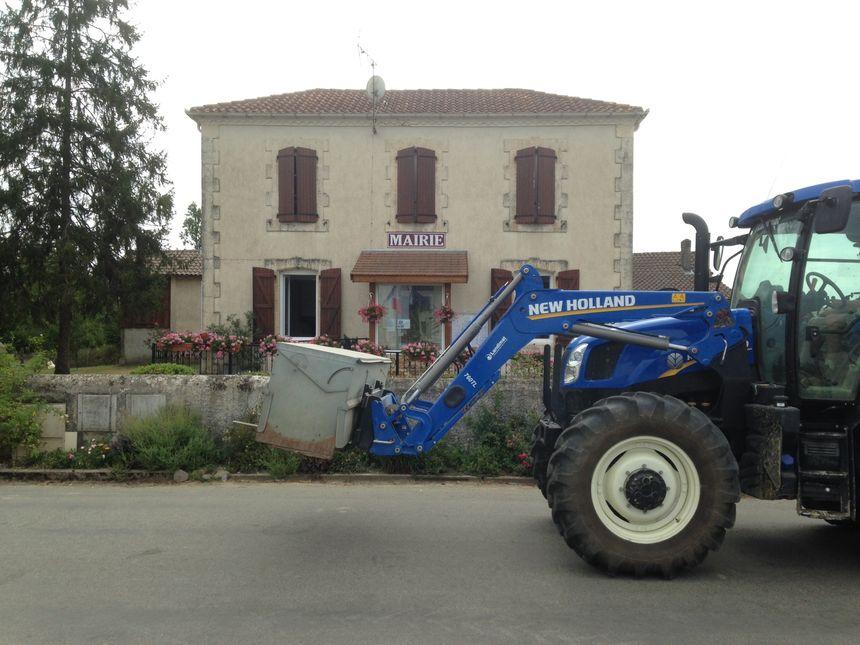 Beaucoup de tracteurs à Arboucave. - Radio France