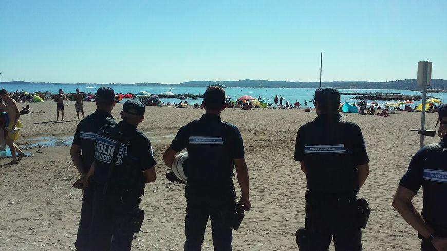 Des policiers municipaux